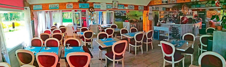 La salle de restaurant La Villa Bleue